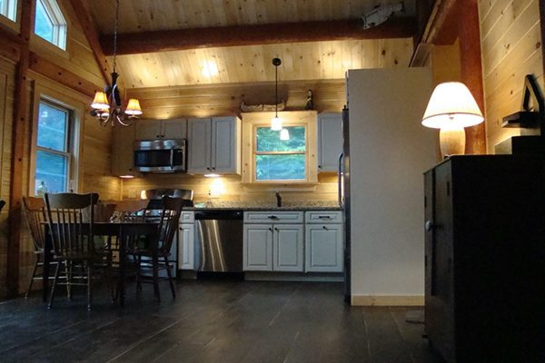 The open floor plan combines the space of the kitchen and the dining room.